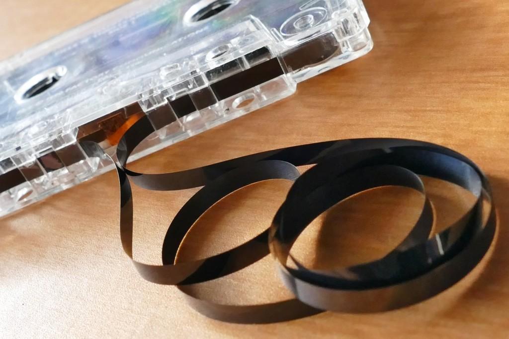 Cette magnifique cassette vintage est aujourd'hui taxée à 43 centimes d'euros HT, au nom de toutes les œuvres protégées que vous allez magnétiser dessus pour votre usage privé... Soooo 1990, certes, mais bien plus sexy qu'un disque dur.
