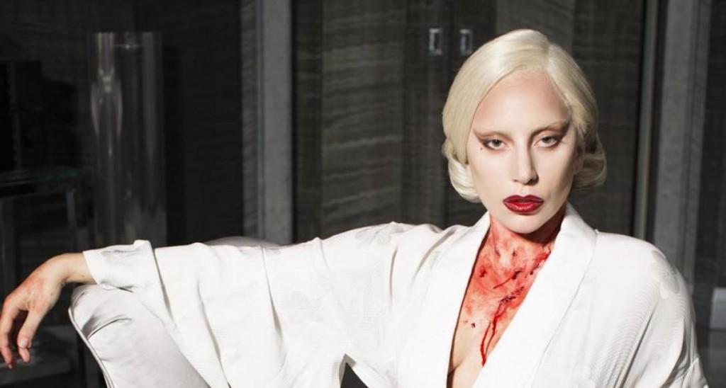 Ce qui est pratique avec Lady Gaga, c'est qu'on trouve toujours une photo pour illustrer ce qu'on raconte (source: American Horror Story, saison 5)